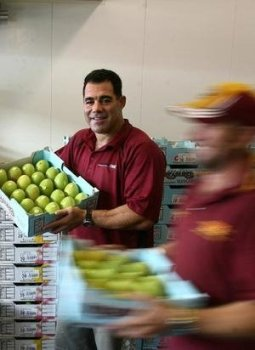 Agent and Legendary NRL player Mal Meninga selling our Mangoes